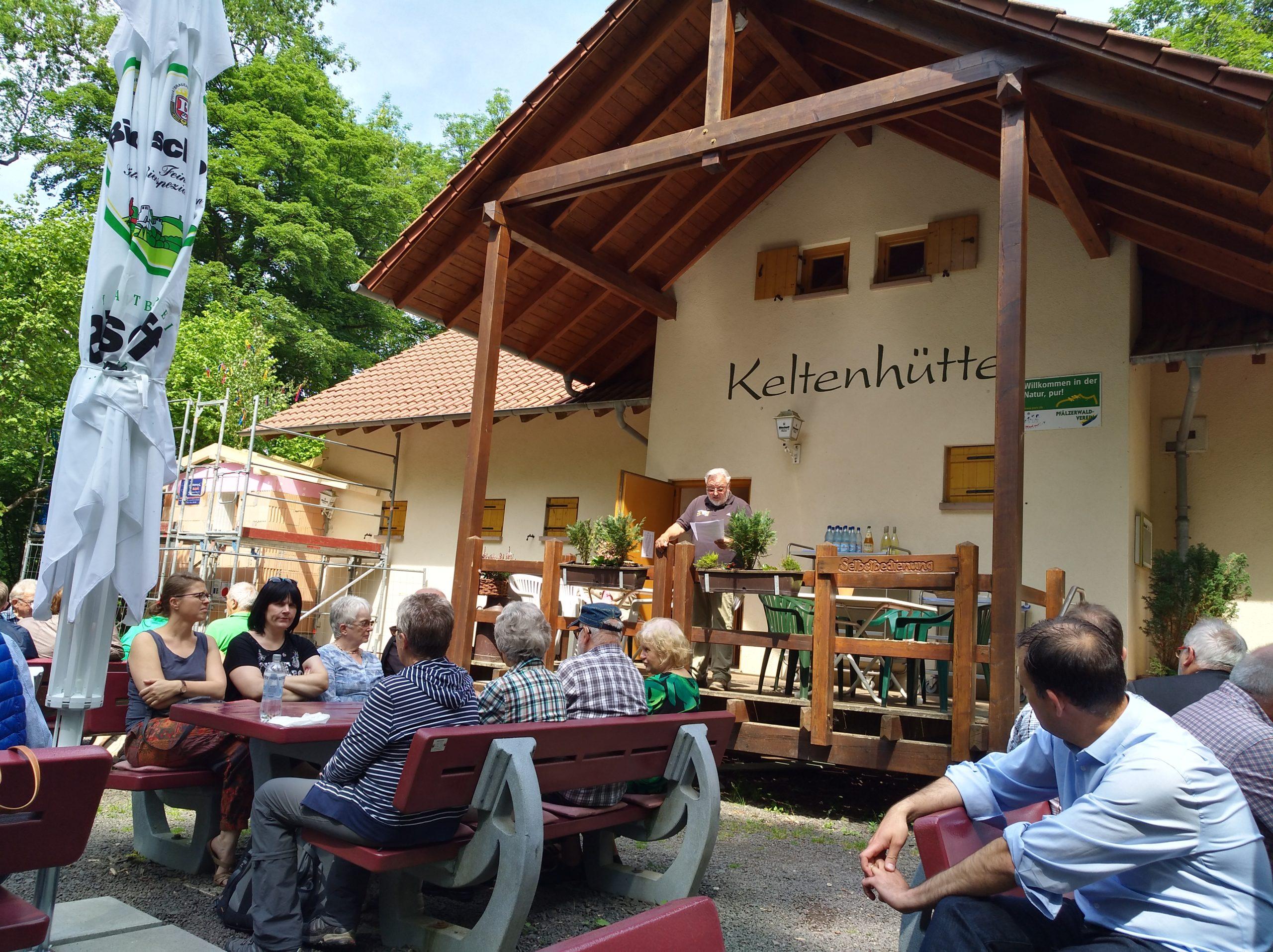 Richtfest für die barrierefreie Keltenhütte auf dem Donnersberg